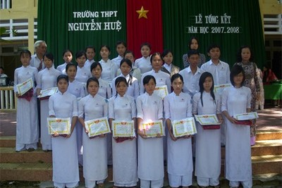 Phat thuong cho HS dat thanh tichs 2