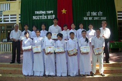 Phat thuong cho HS dat thanh tichs 1